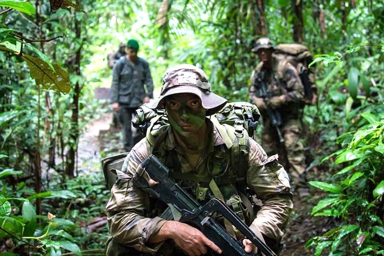 Members from 3rd Battalion, Royal 22e Régiment prepare for jungle warfare